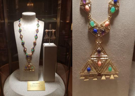 cartier-inside-necklace-display
