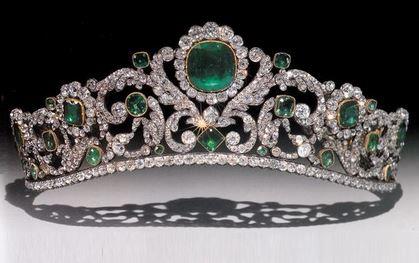 tiaras-3-emerald-tiara-1820